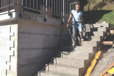 Annexe et escalier en béton armé