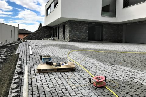 Terrasse pavée – Granite gris